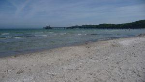 Der weitläufige feindsandige Strand von Binz