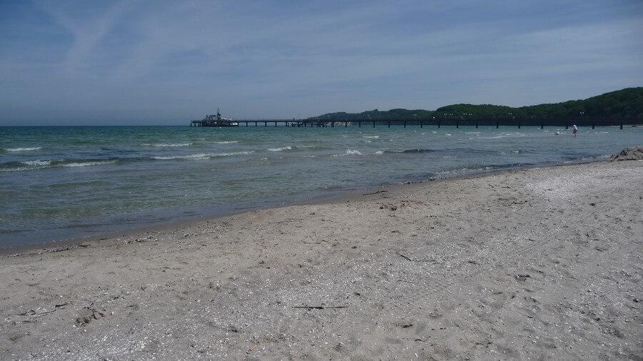Der weitläufige feinsandige Strand von Binz