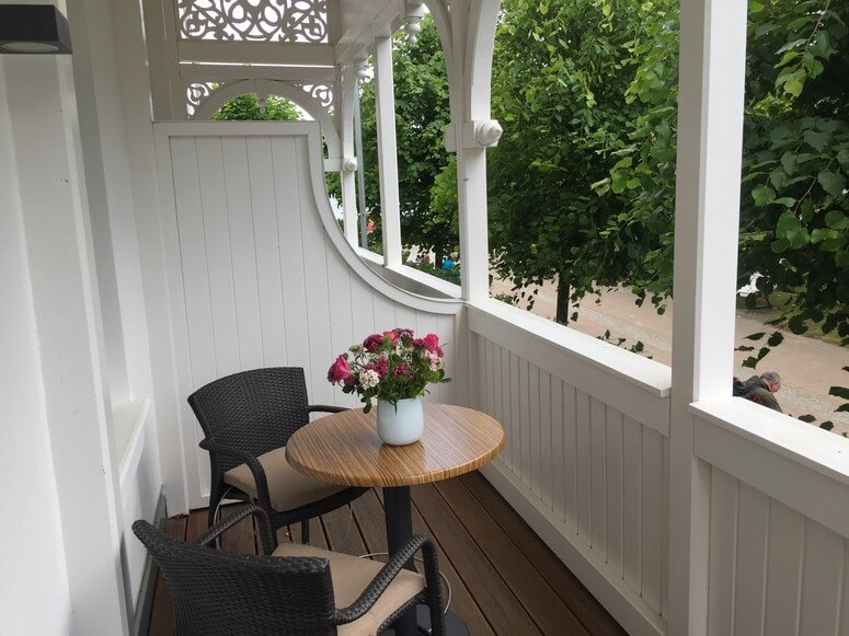 Seitlicher Balkon mit Meerblick