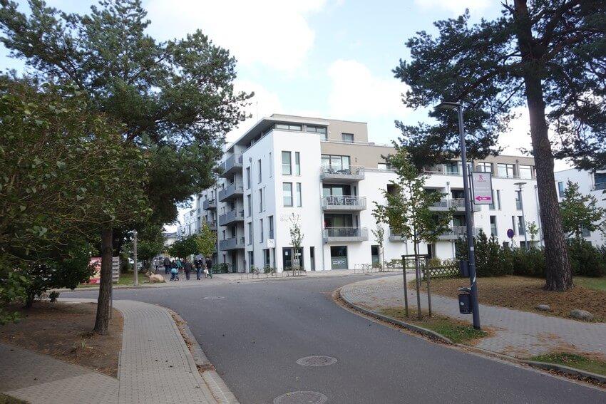 Weg zur Promenade in Binz über die Hans-Beimler-Straße