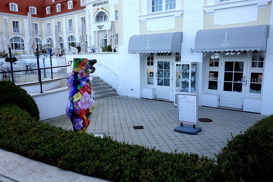 KPM porcelain next to the Kurhaus BINZ