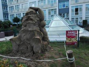 Sandfigur an der Promenade ind Binz