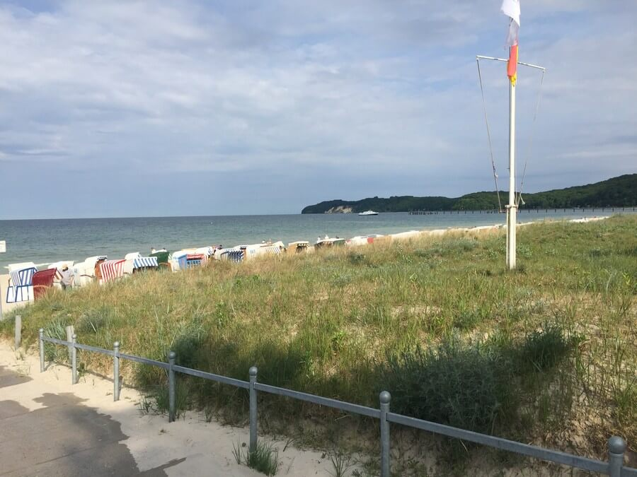 Beach access and beach chairs in BINZ