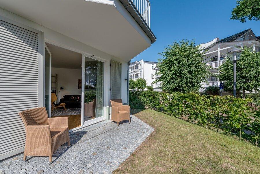 Surrounding garden apartment 13
