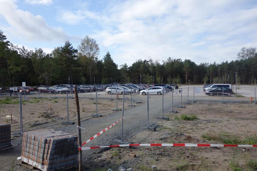 Großer Parkplatz in Prora am Kdf (kostenpflichtig mit Schranke)