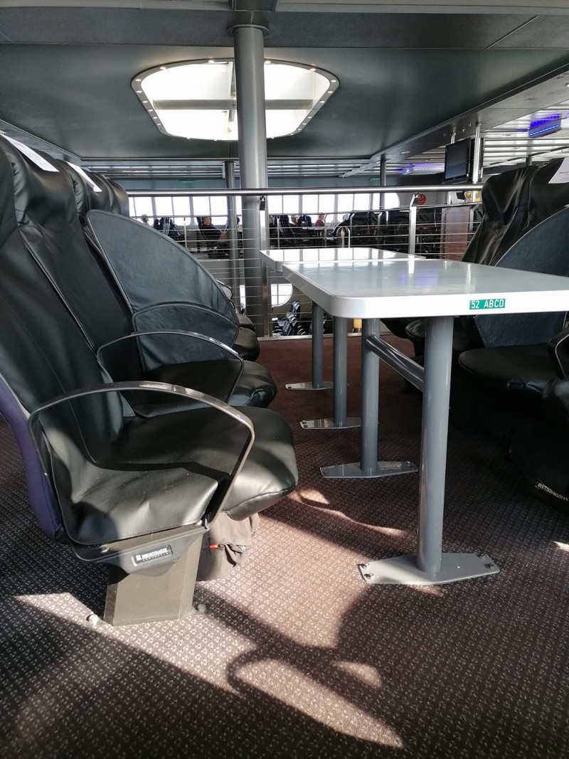 Comfortable leather armchairs in the Skane jet